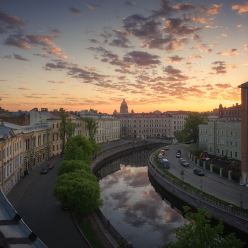 EGRA_2015-05-26_SPb_roofs_curves_of_Griboedova_channel_at_the_Lion_bridge